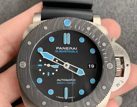 Világító kéz Replika Panerai Submersible PAM00799